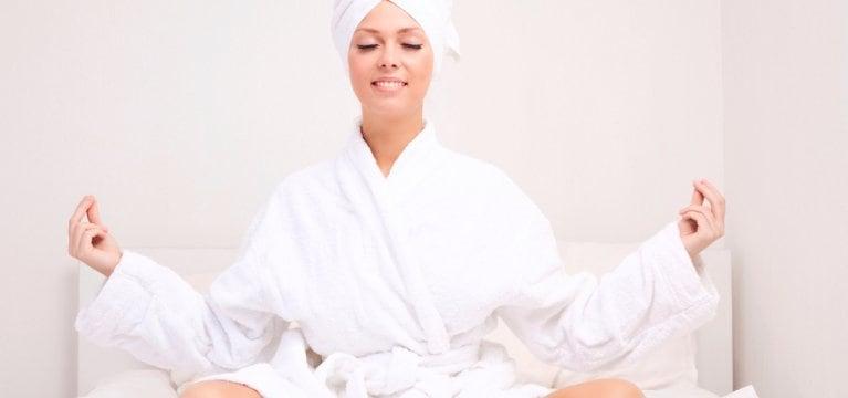 6 Langkah Mudah Hair Spa di Rumah Aja